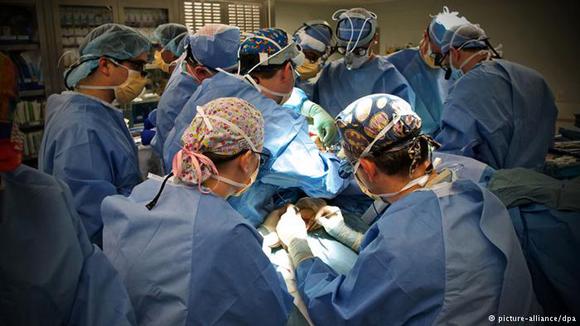 Η πρώτη μεταμόσχευση κεφαλιού στον Κόσμο