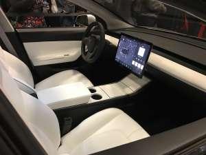 Όλο και πιο προσιτά στο ευρύ κοινό τα ηλεκτρικά αυτοκίνητα με το Tesla model 3